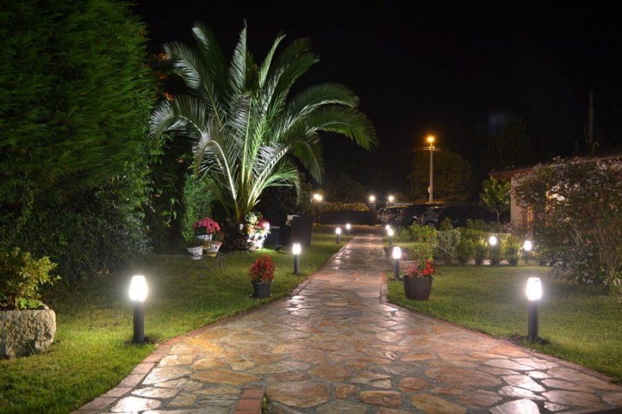 Porche nocturno La Casona del Carmen